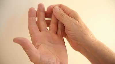 Болит ладонь левой руки