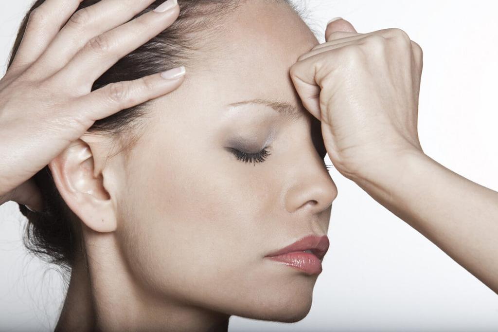 Почему возникает головная боль при неврозе и ее симптомы